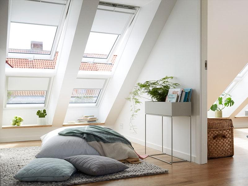 Finestre per tetti iacati porte e finestre for Velux it assistenza