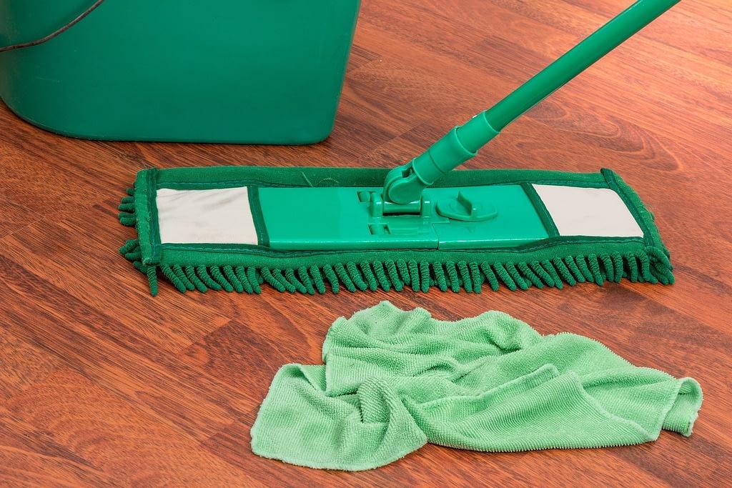 materiali per pulire il parquet